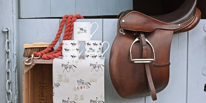 Geschenkpapier mit Pferdemotiven für Reiter:innen und Pferdefans